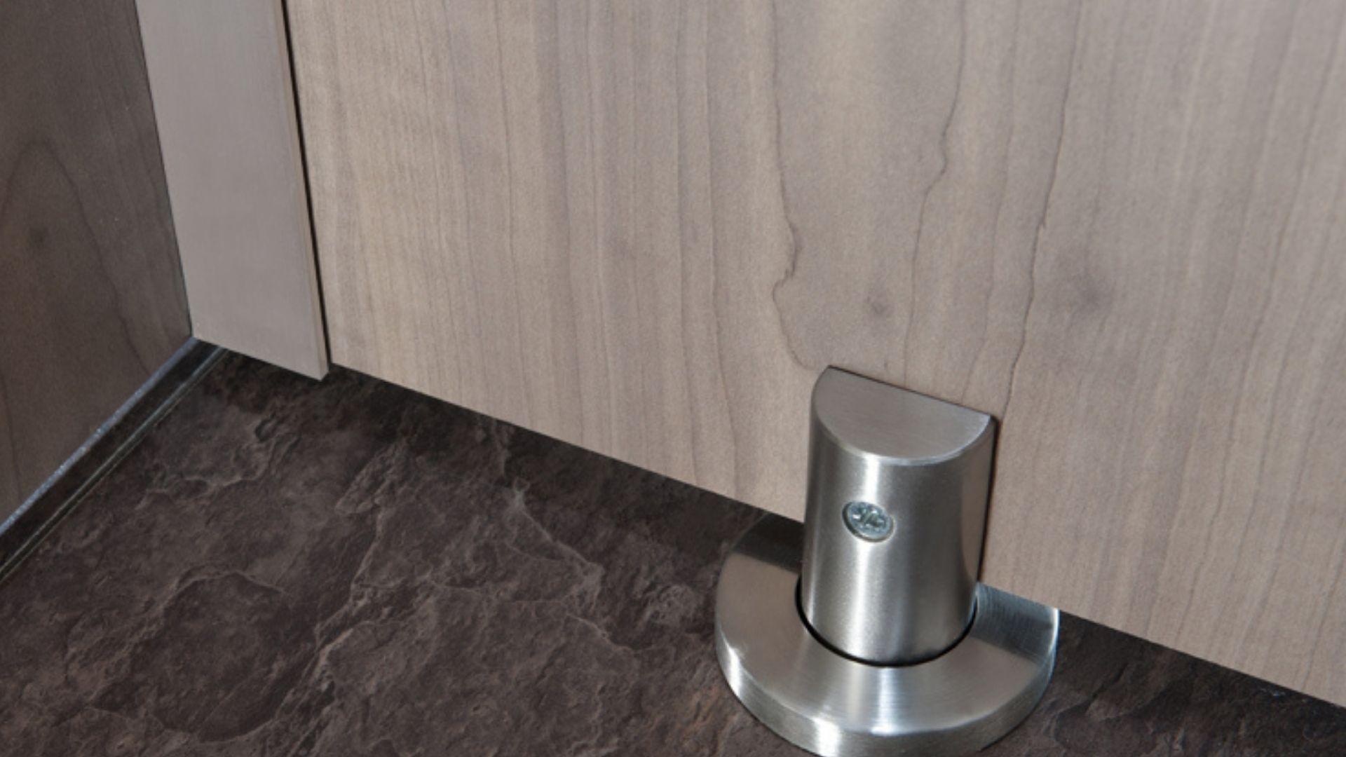 Stature washroom foot
